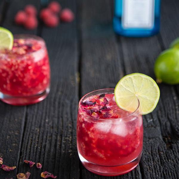 drink com gim e suco de framboesa
