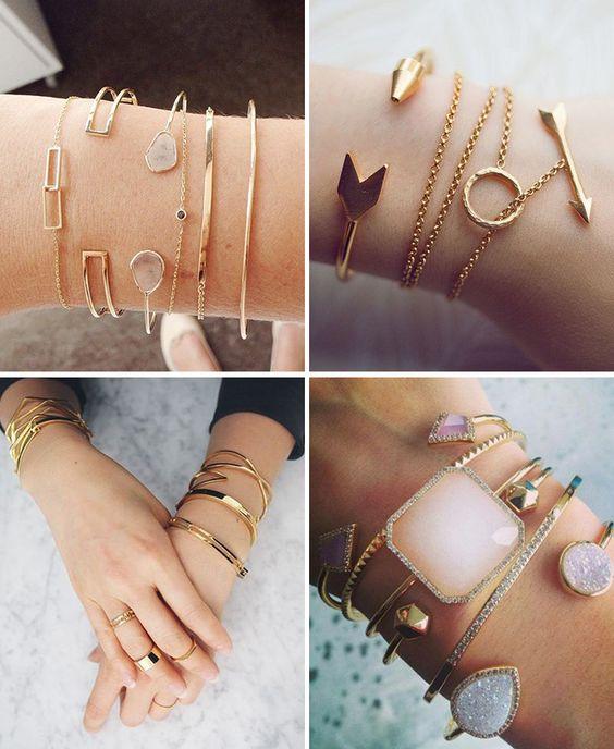 mistura de pulseiras douradas e com pedras