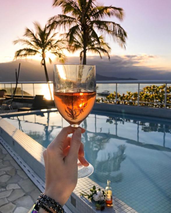 vinho rosé por do dol