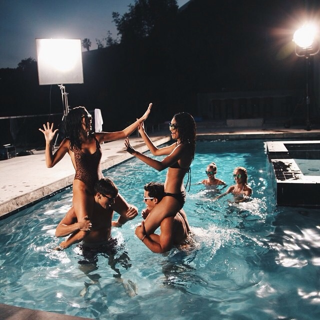 Fotos tumblr na piscina com amigas pool partie