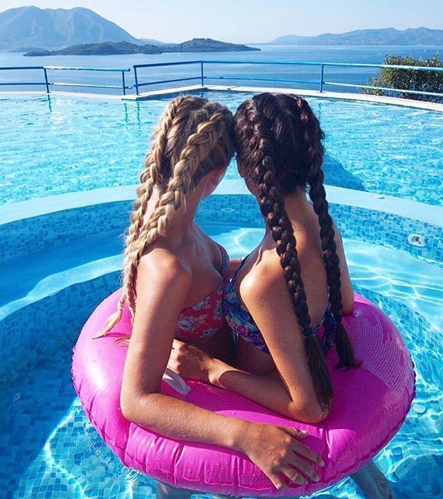 Fotos tumblr na piscina com amigas
