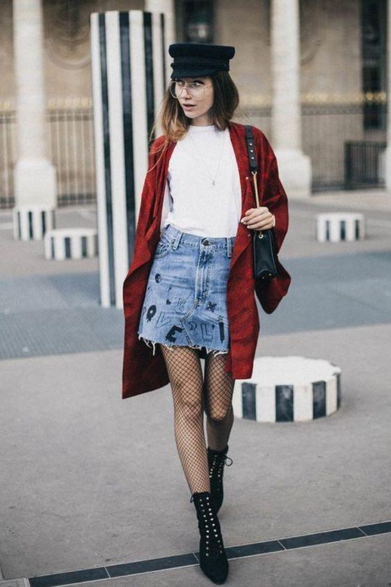boina com aba e casaco vermelho