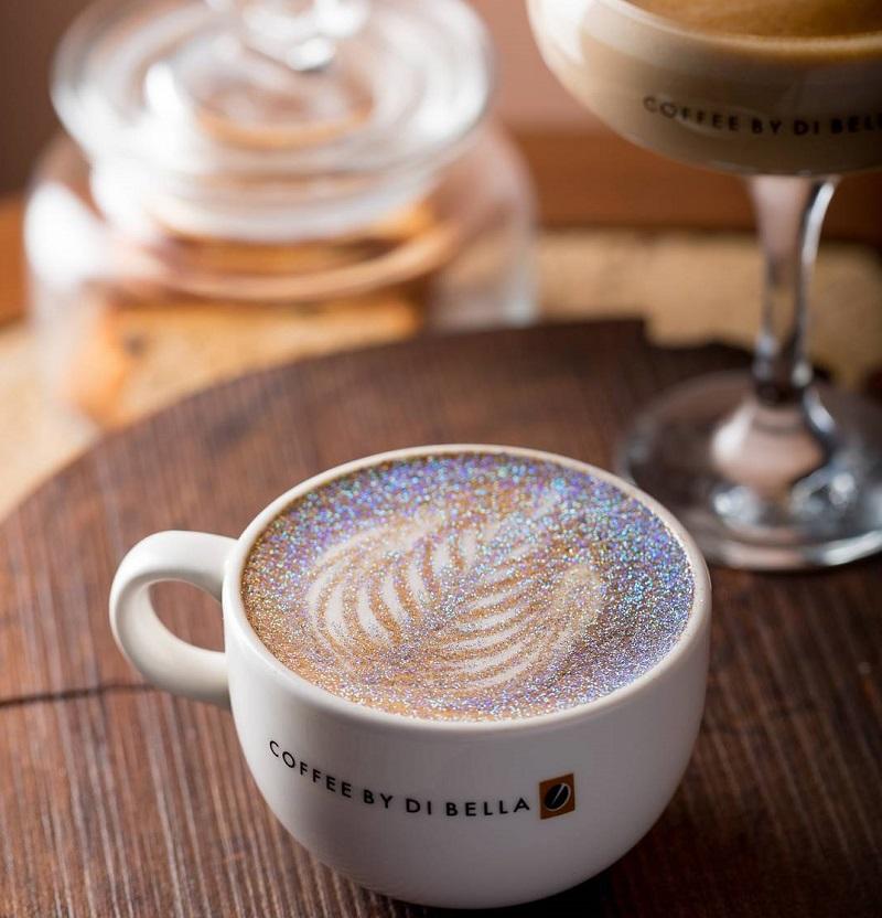 café com glitter comestível