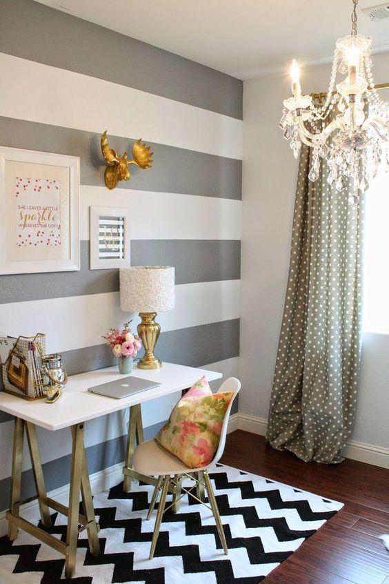 decoração home office com tapete chevron