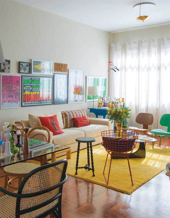 decoração sala jovem com tapete amarelo