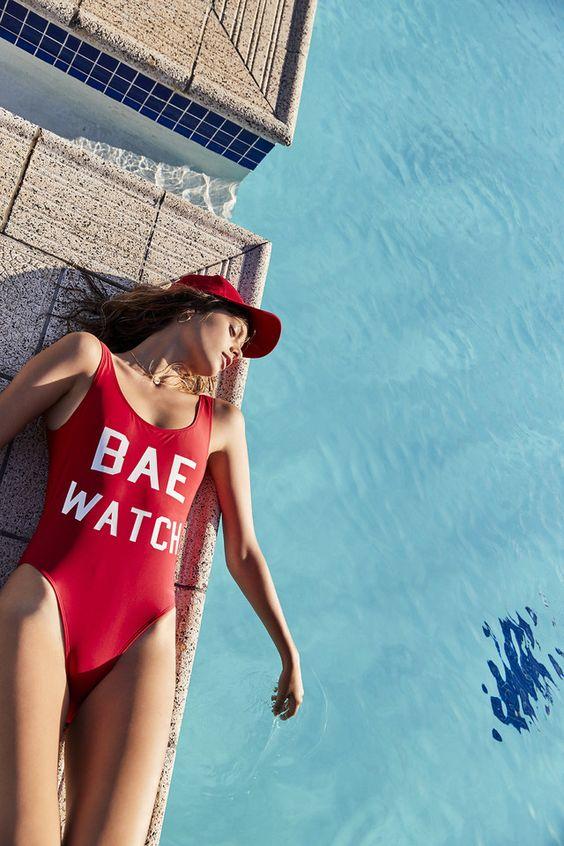 fotos criativas na piscina tumblr deitada