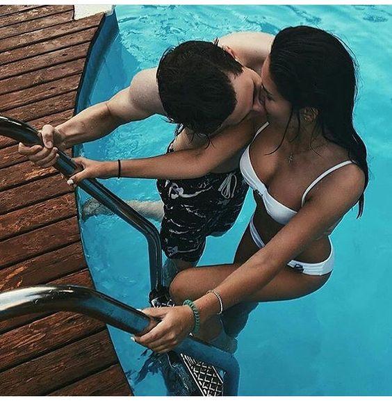 fotos tumblr na piscina com namorado beijo