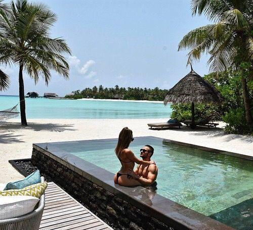 fotos tumblr na piscina com namorado beira da piscina