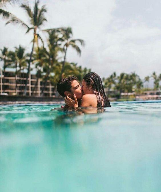 fotos tumblr na piscina com namorado se beijando