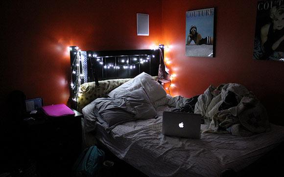 decoração iluminação com pisca pisca cama