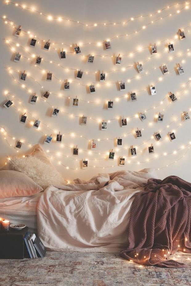 decoração iluminação com pisca pisca parede com fotos
