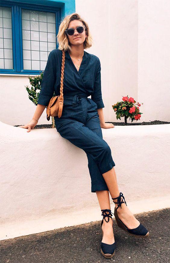 macacão jeans e espadrilles