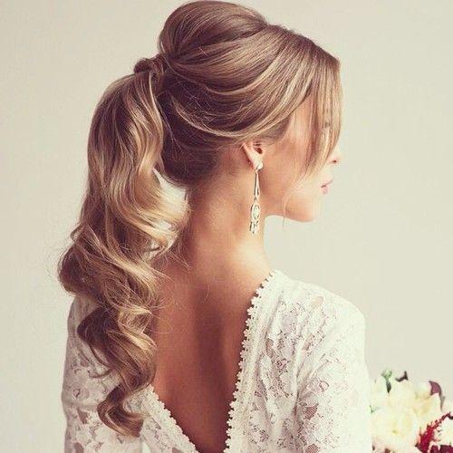 penteado madrinha de casamento durante o dia coque com volume