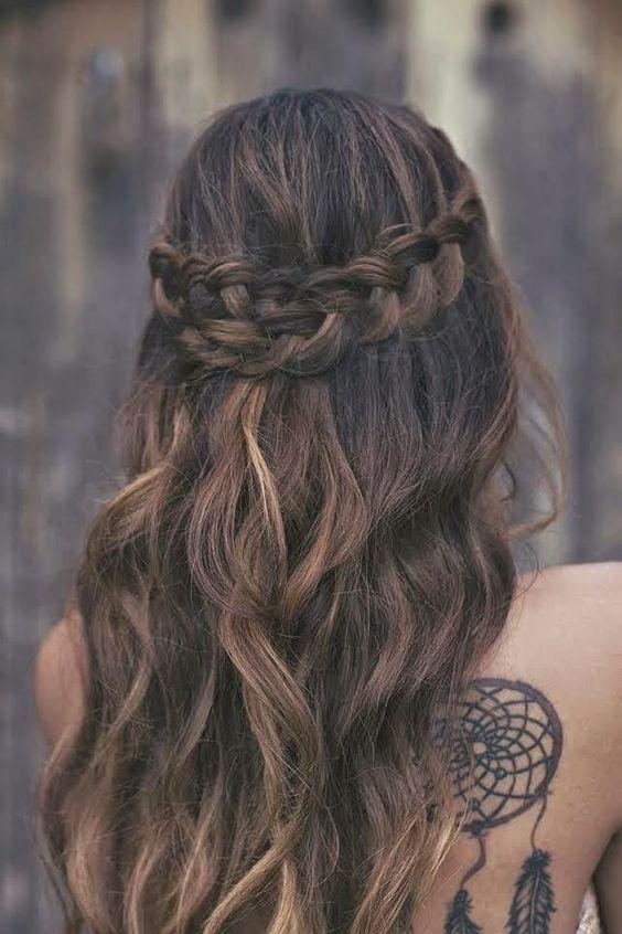 penteado madrinha de casamento durante o dia solto com trança