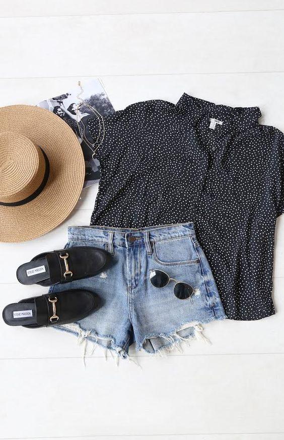 shorts jeans e blusa de bolinhas com cahpéu
