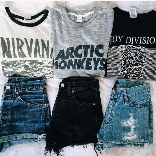 shorts jeans e camiseta de banda