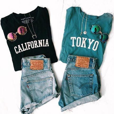 shorts jeans e camiseta