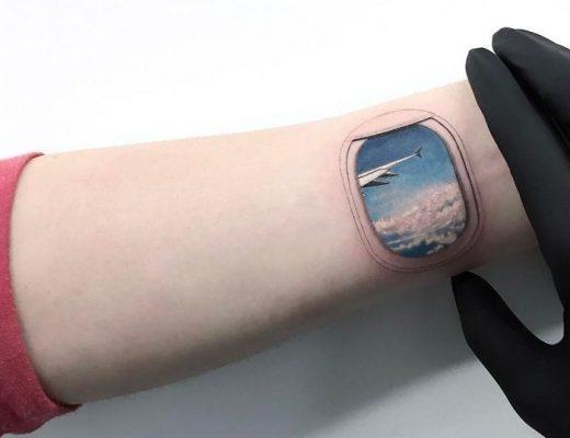 tatuagem de janela de avião