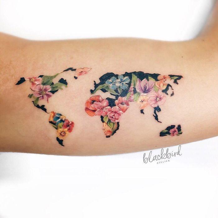tatuagem mapa mundo floral