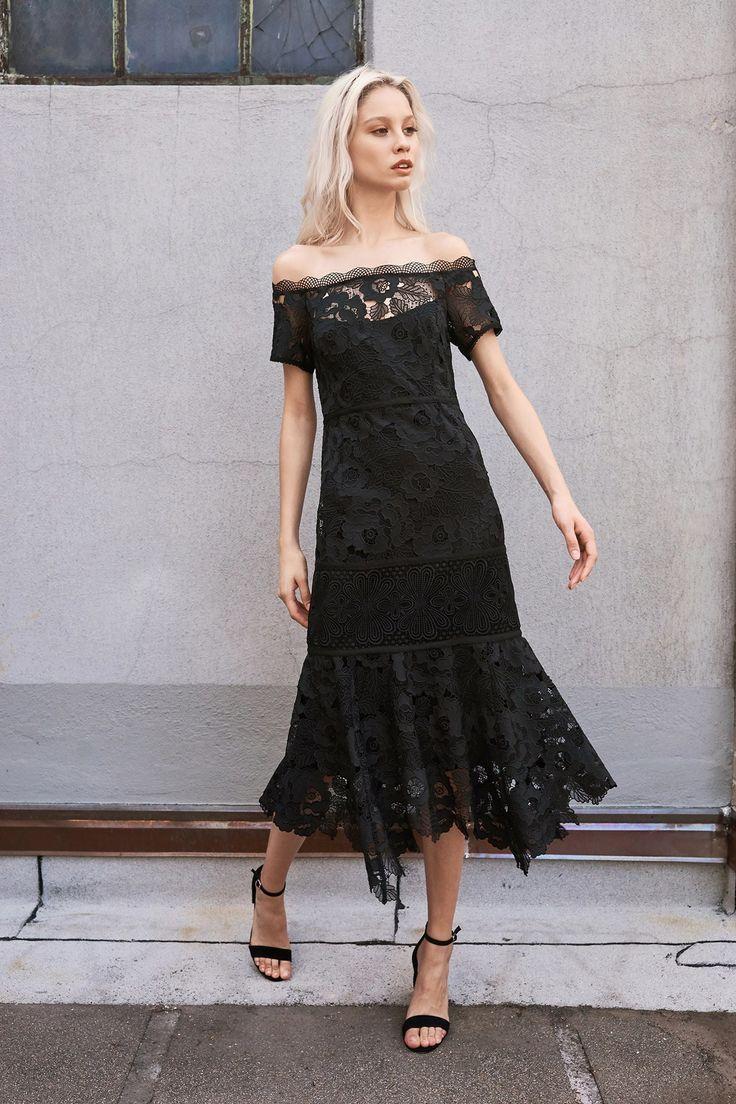 vestido de renda preto ombro a ombro