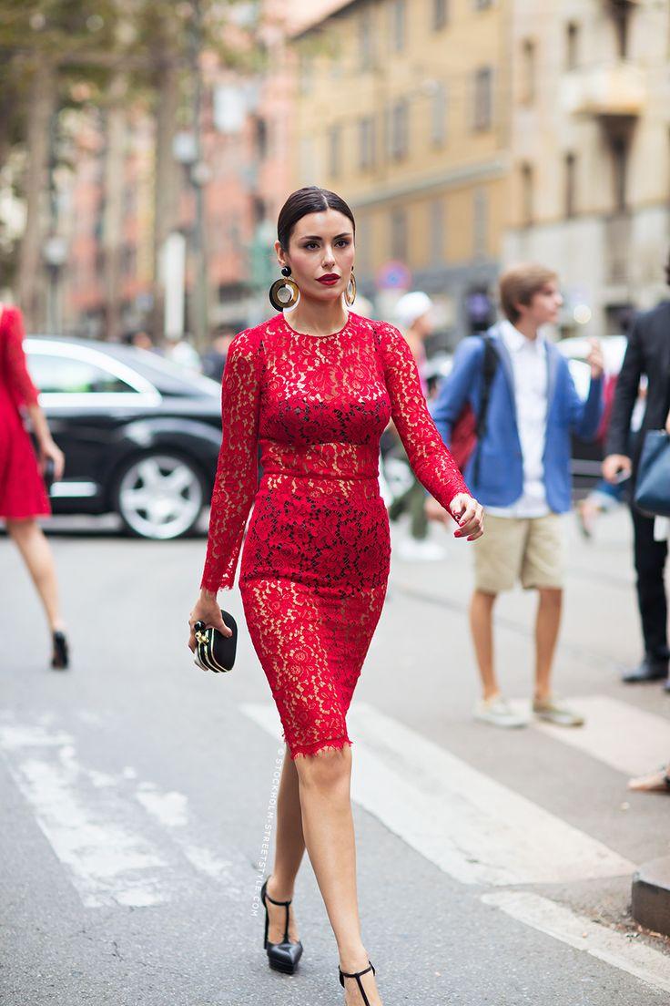 vestido de renda vermelho manga longa