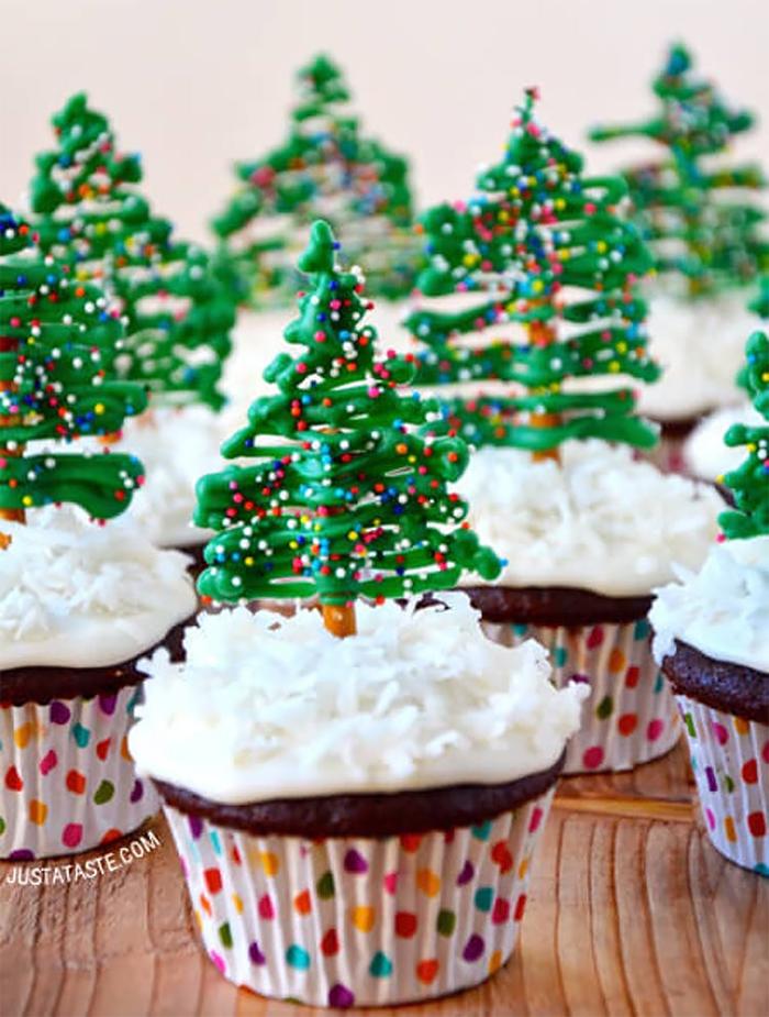 cupcake de natal árvore com bolinhas