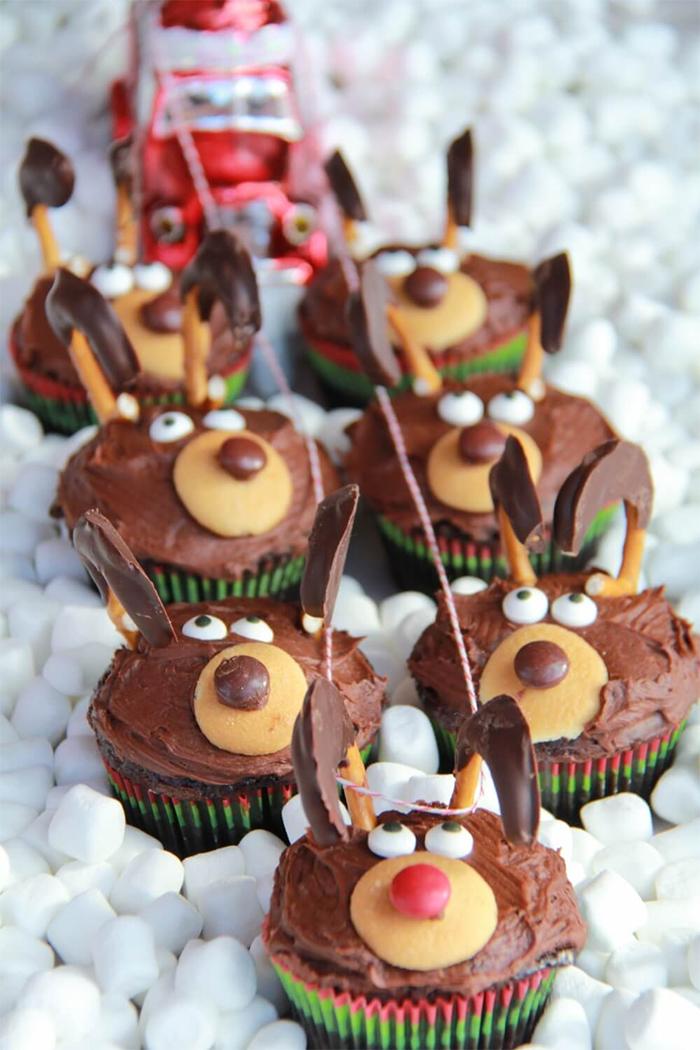 cupcake de natal rena divertida