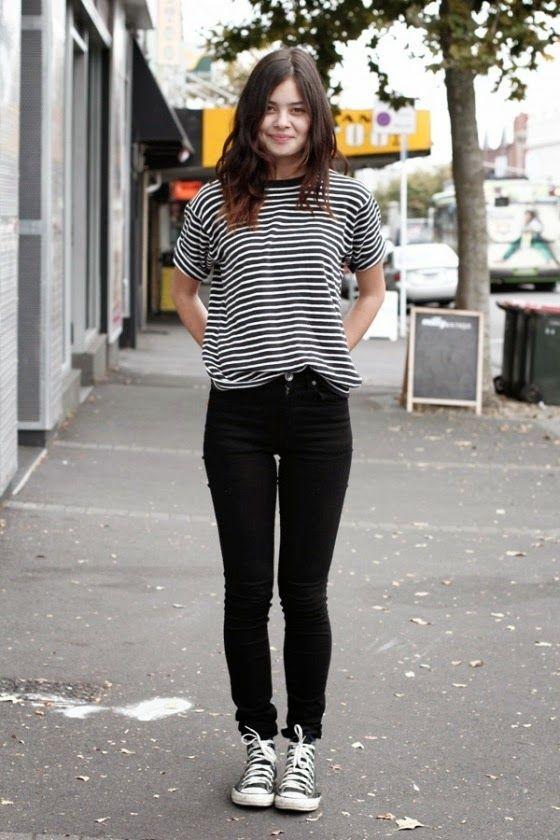 blusa listrada branco e preto com calça preta