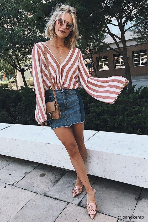 blusa listrada branco e vermelho e saia jeans