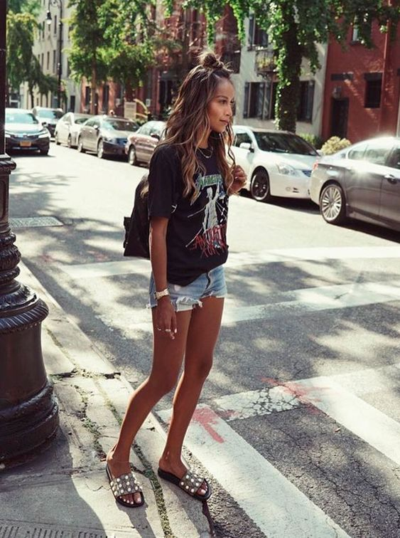 shorts jeans e camiseta de babda