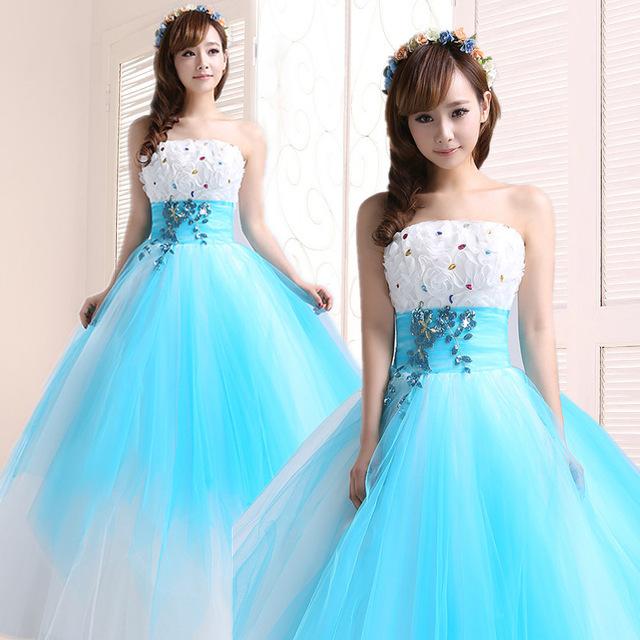 vestido debutante 15 anos azul e branco