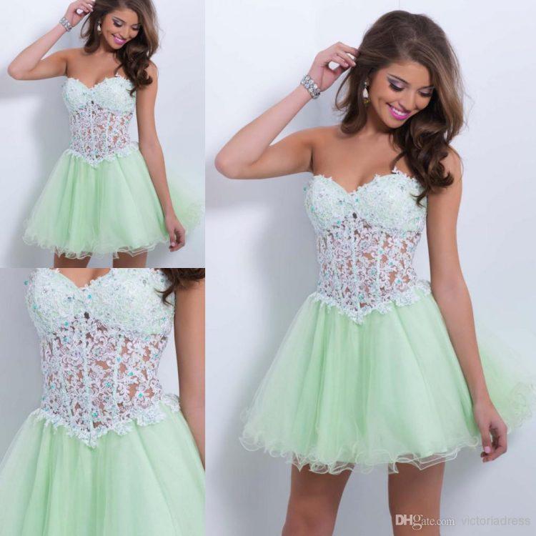vestido debutante 15 anos curto verde claro e branco