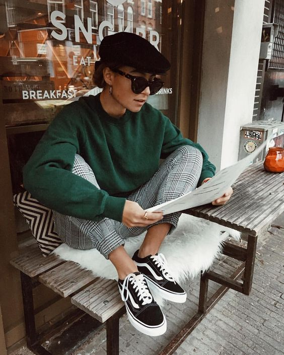 calça xadrez, blusa verde e vans old skool