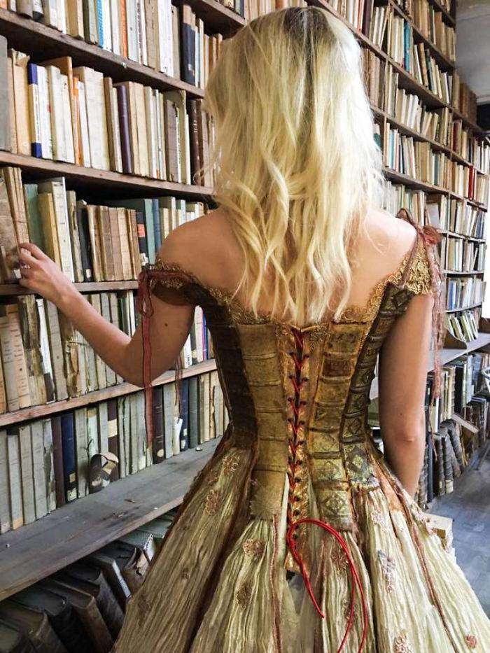 Sylvie Facon vestido de livro