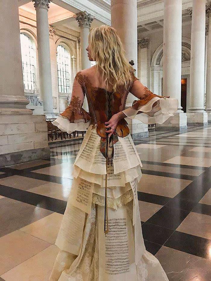 Sylvie Facon vestido violino costas