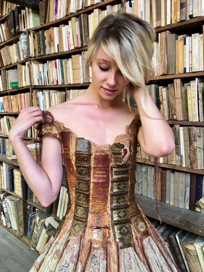 vestido de livros Sylvie Facon