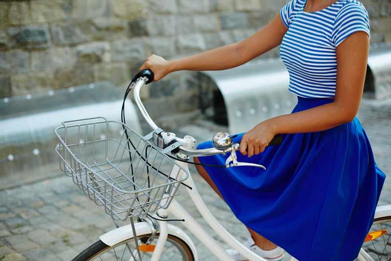 andar-de-bicicleta-de-saia