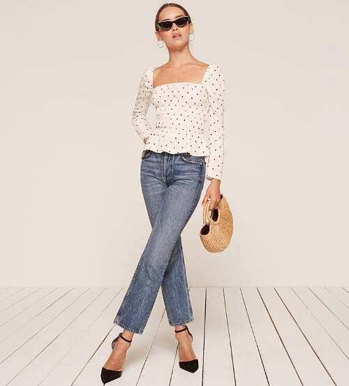 blusa-poa-decote-quadrado-e-calça-jeans
