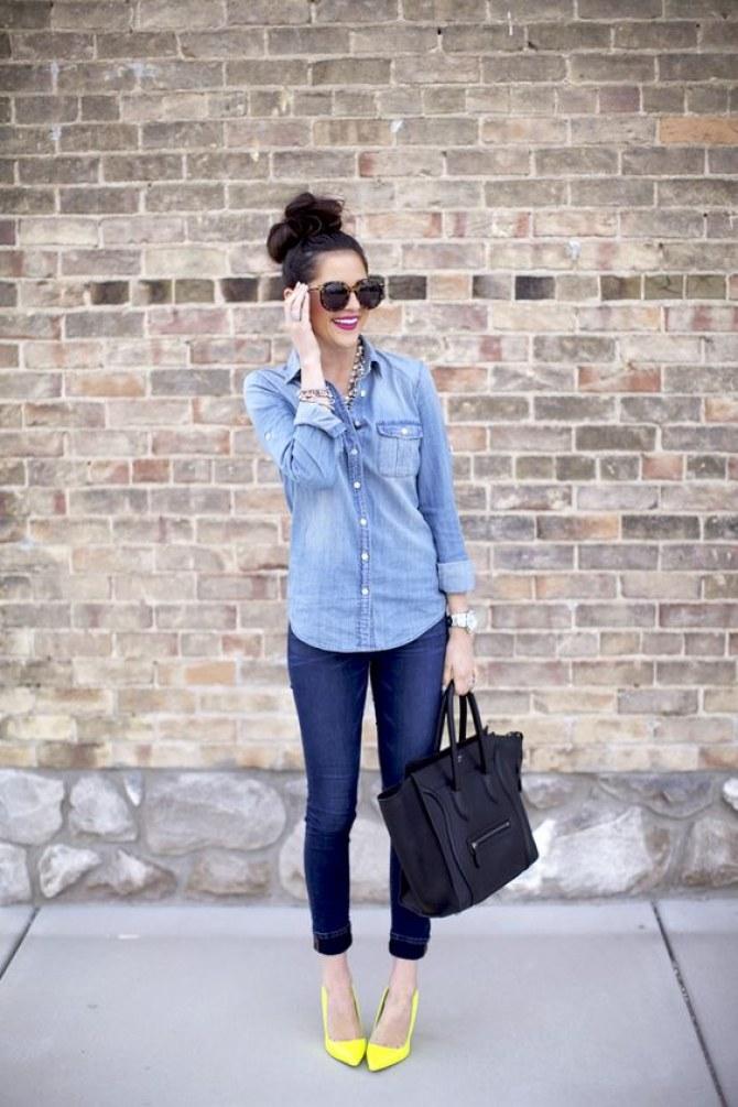 calça jeans, camisa jeans e sapato amarelo