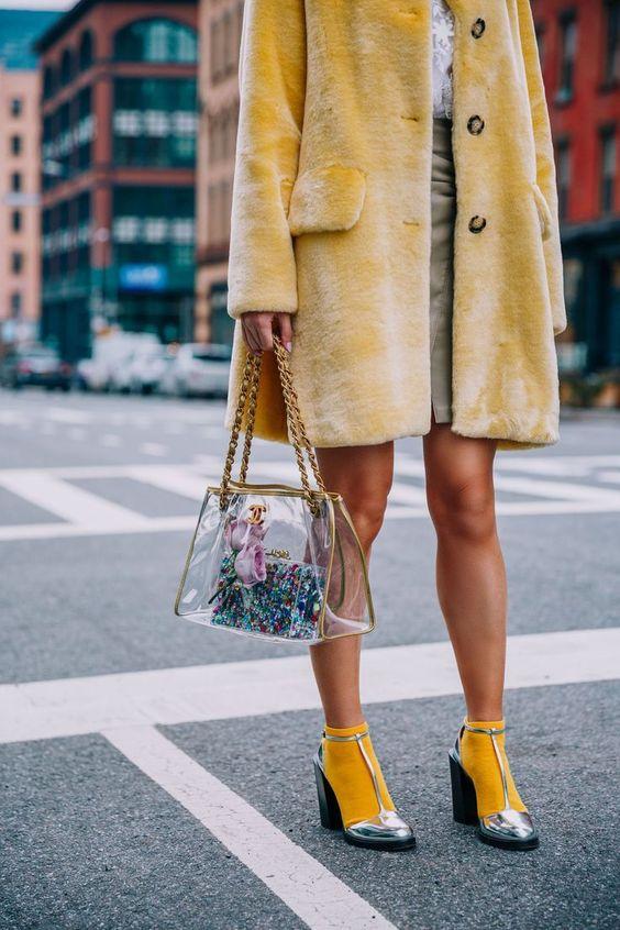 casaco de pele amarelo