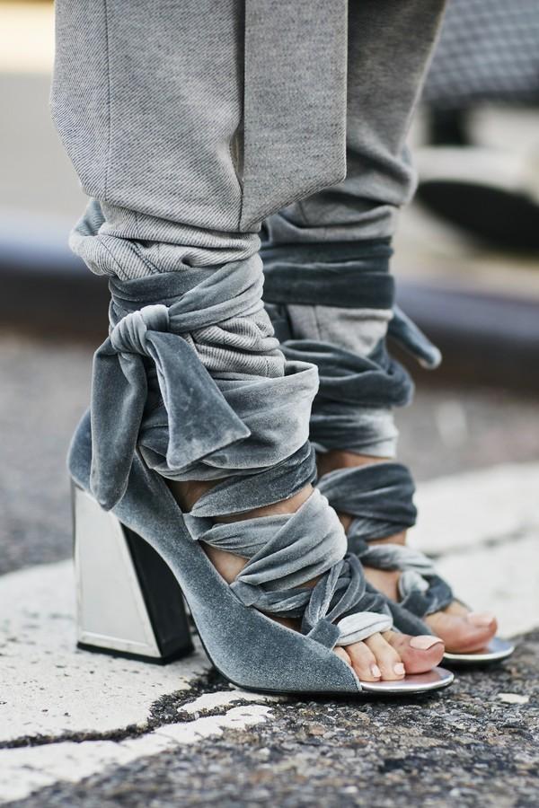 sadália presa por cima da calça