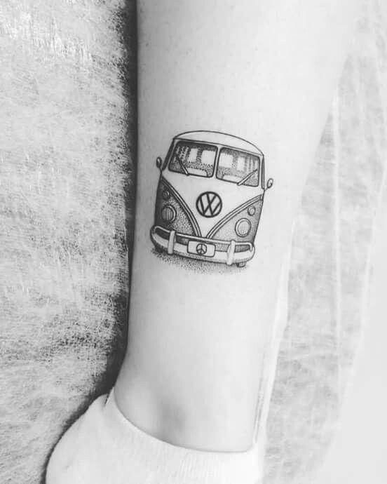 tatuagem kombi na perna