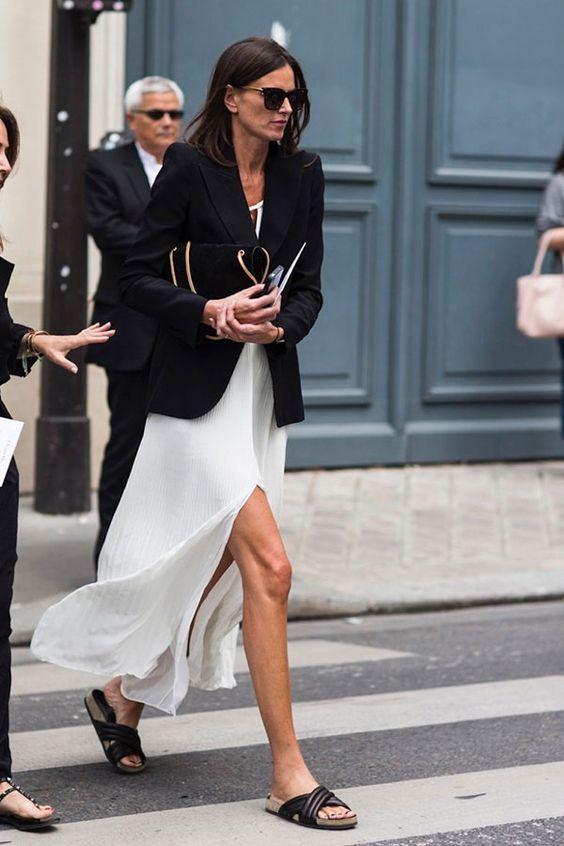 vestido branco longo e blazer preto looks verão outono