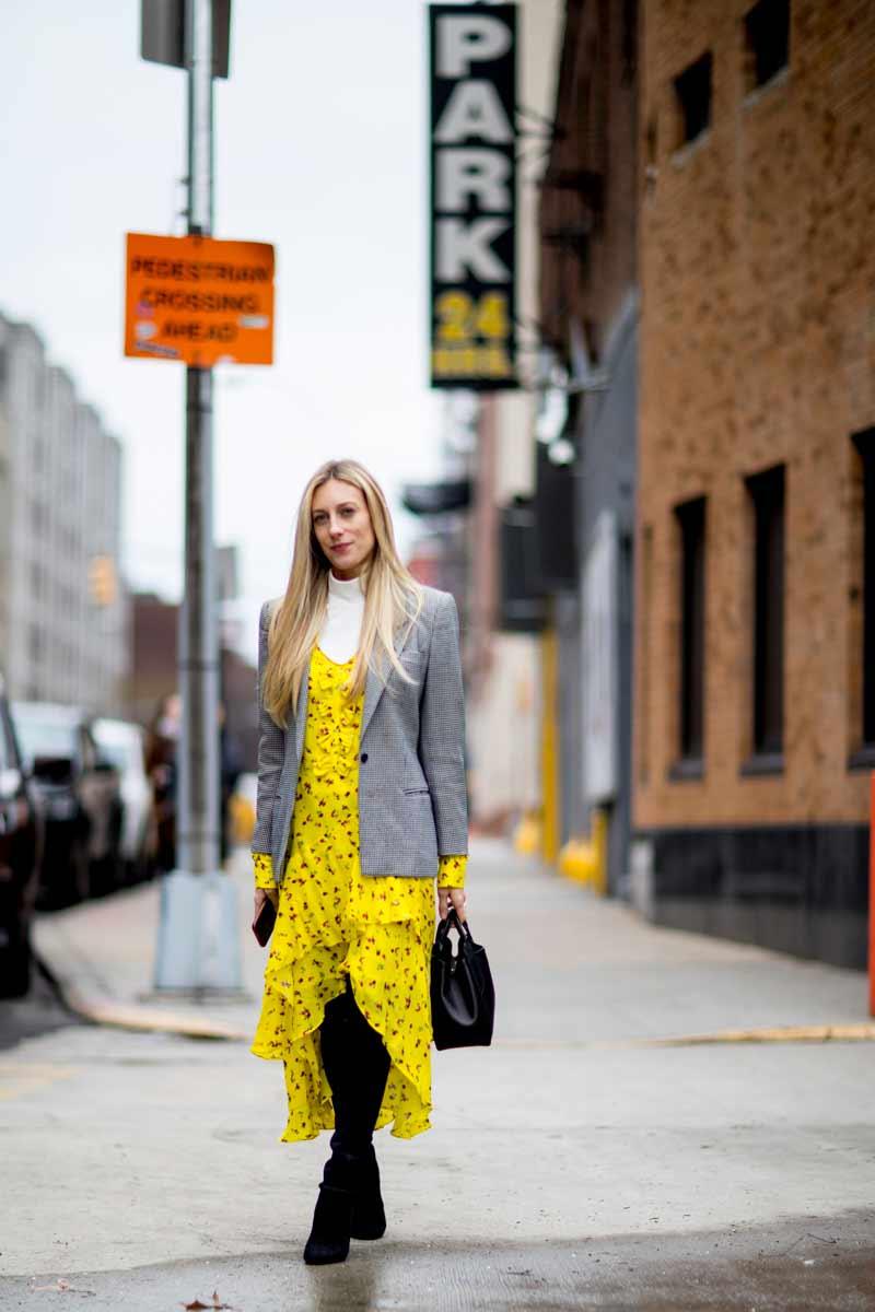 vestido-floral-amarelo-com-bota
