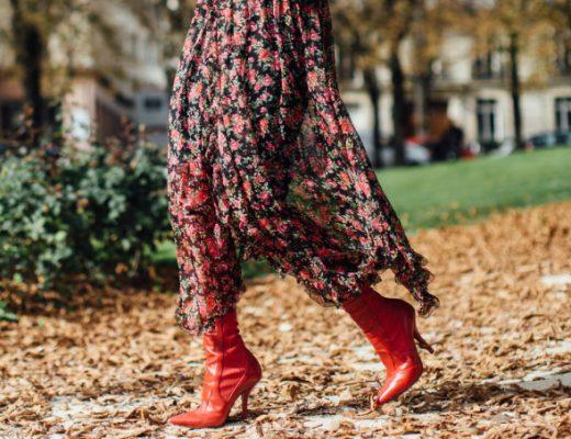 vestido floral com bota como usar