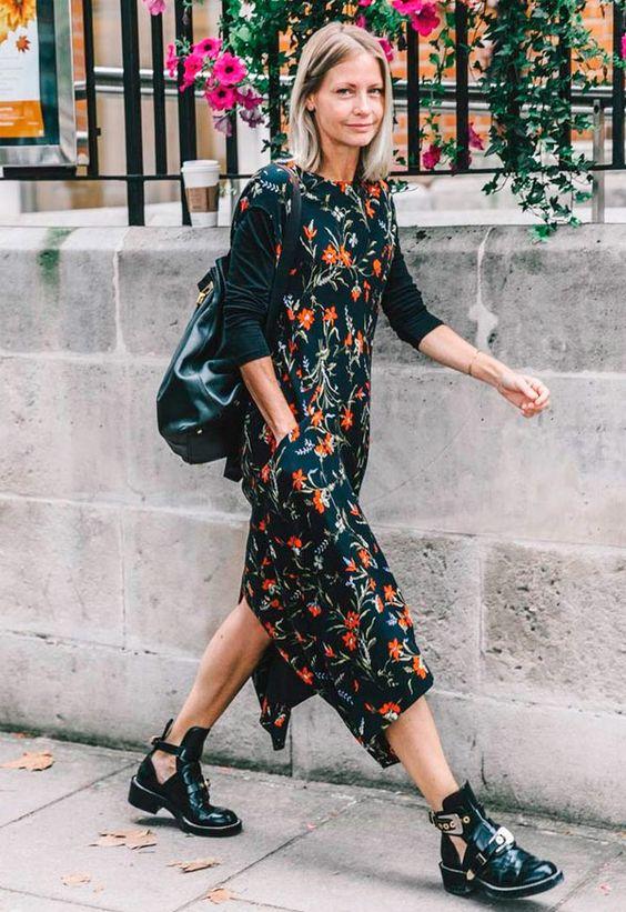 vestido floral com bota