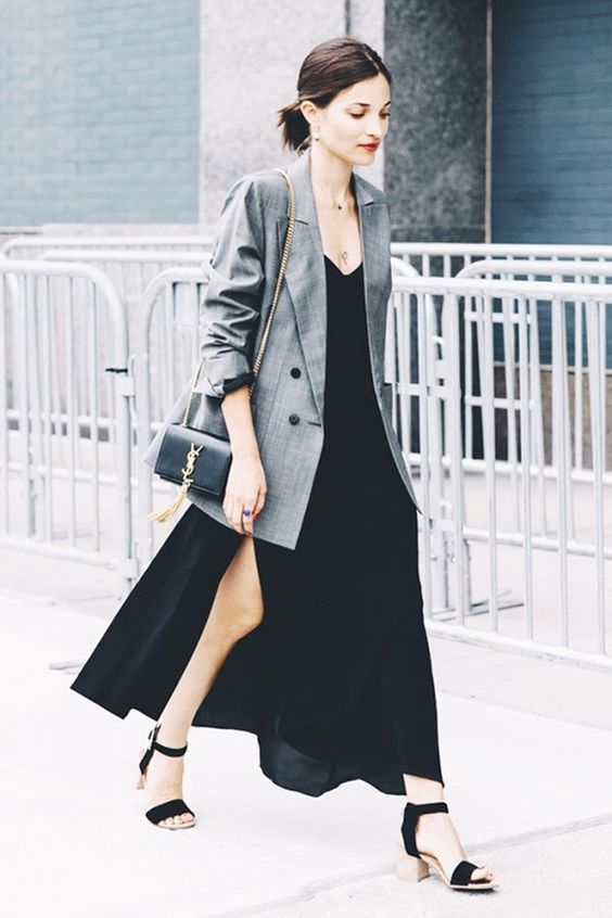 vestido longo preto blazer cinza look verão outono