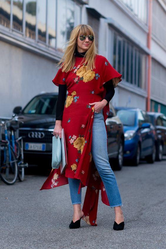 vestido vermelho por cima da calça