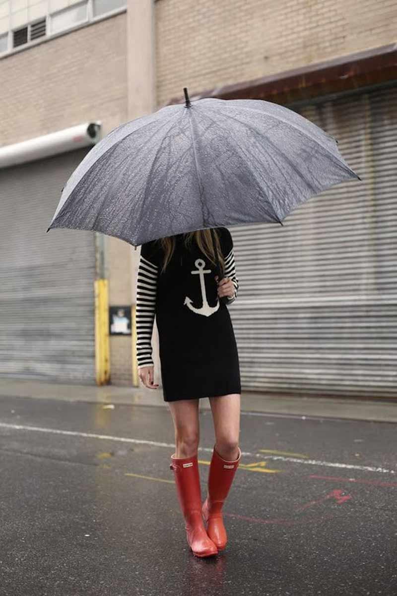 look-dia-de-chuva-galocha-vermelha