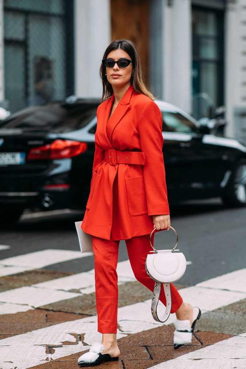look-feminino-com-terninho-vermelho